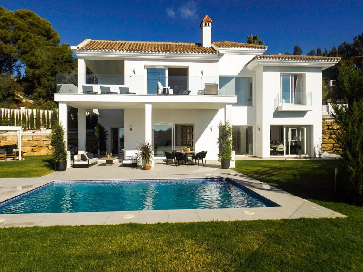 We proudly offer for sale this stunningly renovated detached villa in Elviria.  Set on a spacious so, Spain