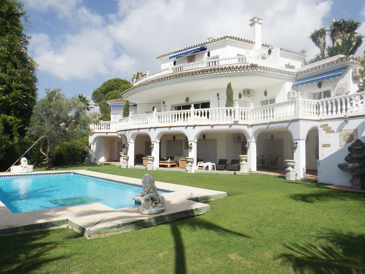Ref:R3217897 Villa - Detached For Sale in El Paraiso