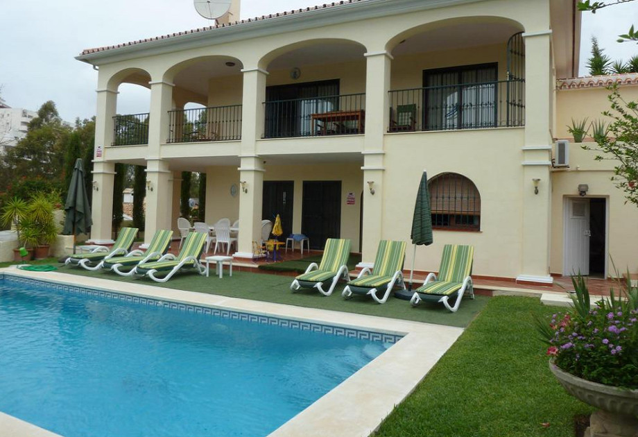 We offer for sale this well presented detached villa located in the urbanization of Torrenueva near ,Spain