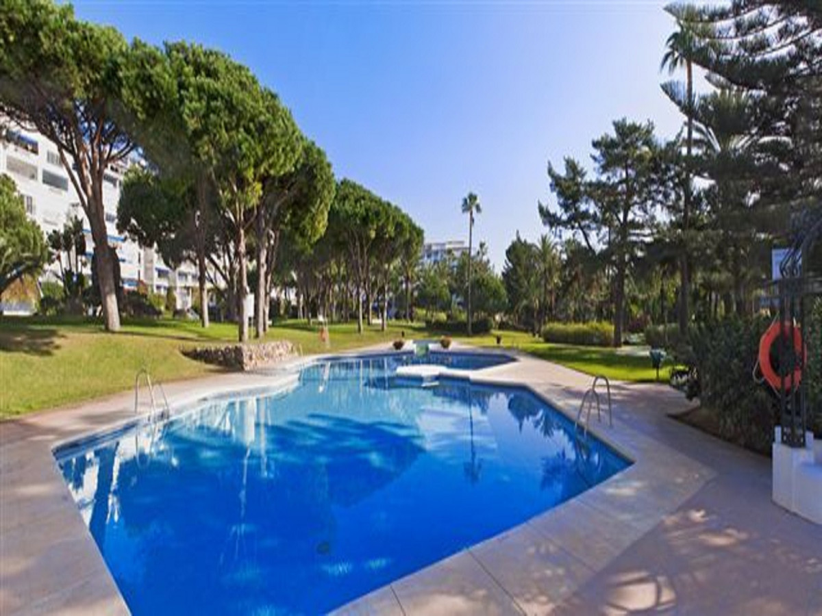 A stunning, modern apartment in the heart of Puerto Banus.  Located in the prestigious Playas Del DuSpain