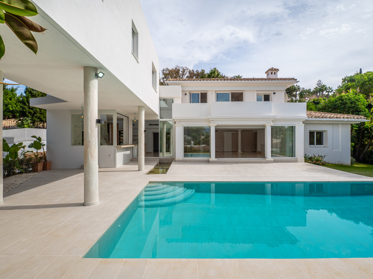 We proudly present this exquisitely renovated villa in El Paraiso.  Located in a stylish and quiet n, Spain