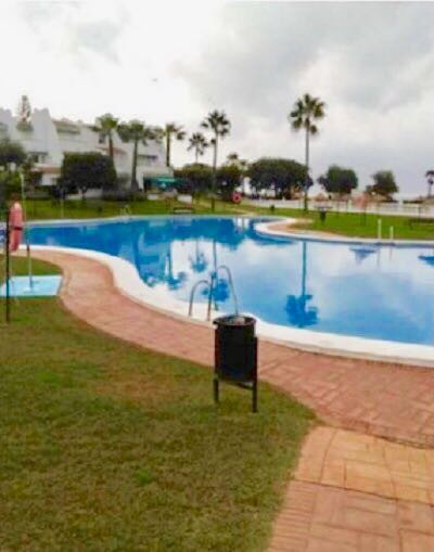 A well presented apartment in Playa Las Dunas, Las Chapas.  Located close to the beach this apartmen, Spain
