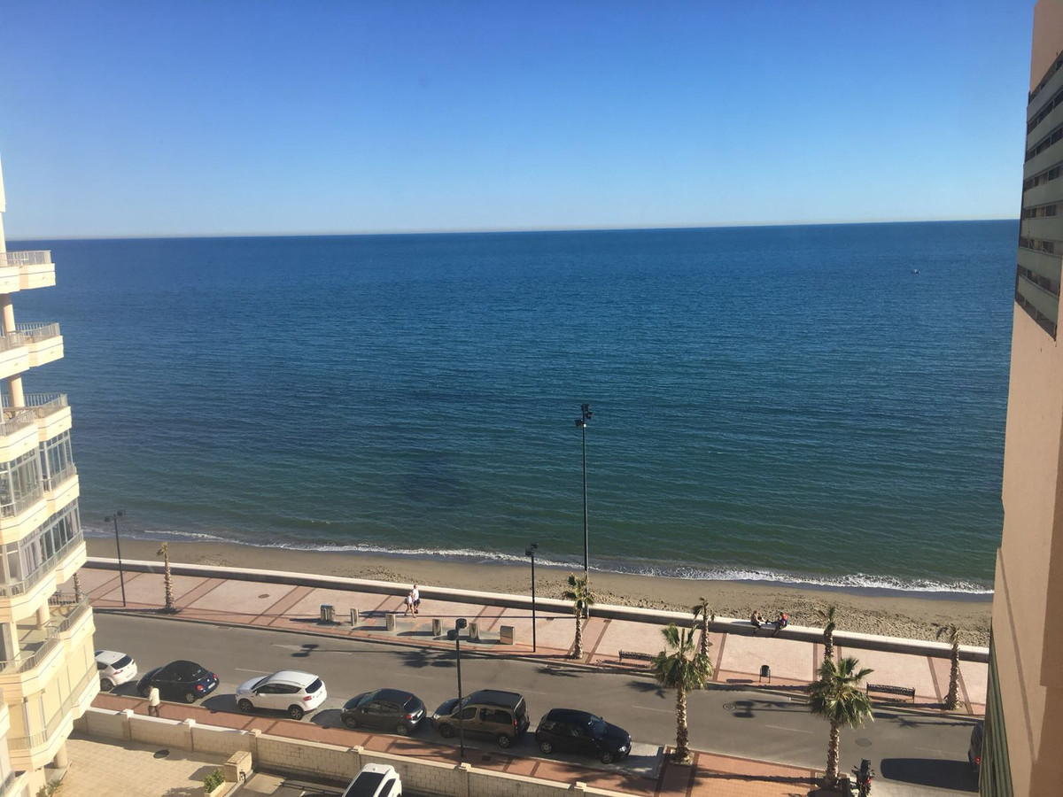 A great opportunity to purchase a spacious seafront apartment in Torreblanca.  Located near to all a, Spain
