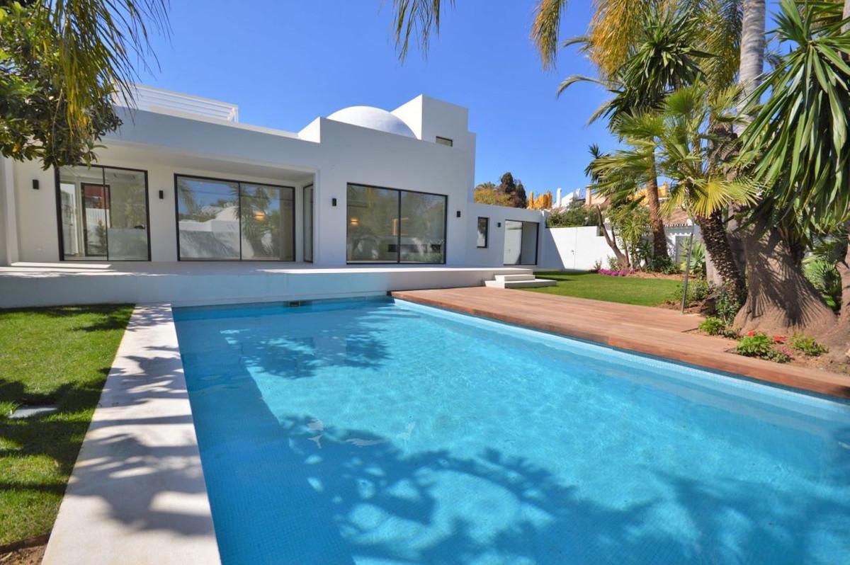 Villa Detached Nueva Andalucía Málaga Costa del Sol R3366940 2