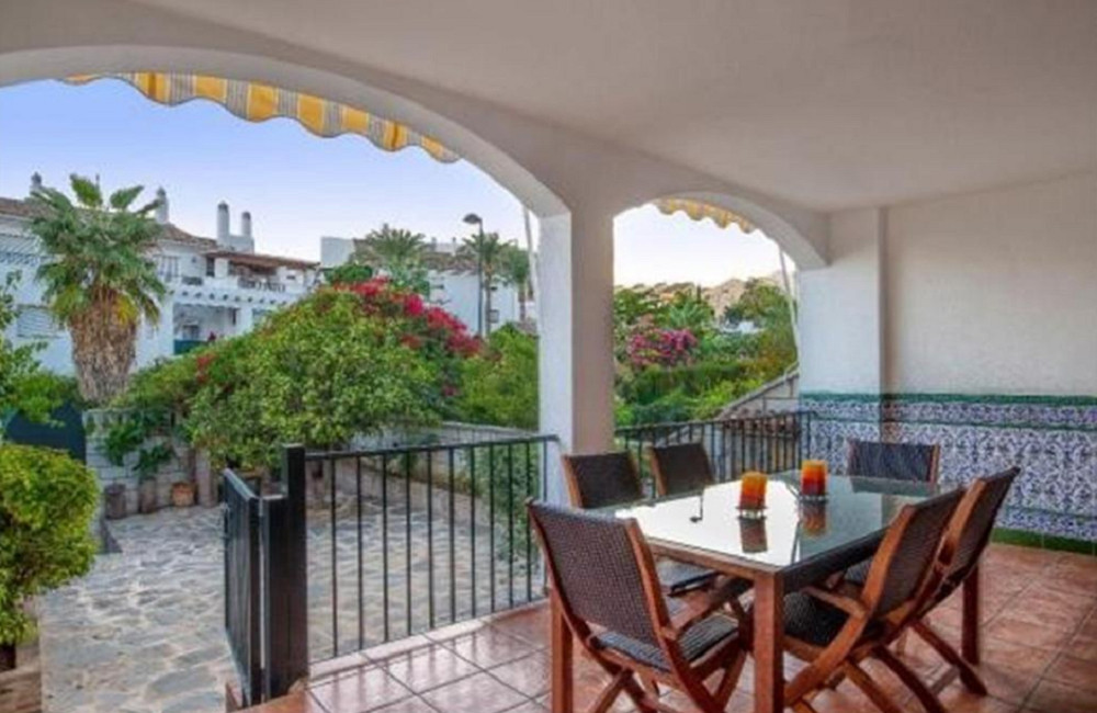 A stylish and well presented townhouse in Valdeolletas, Marbella.  Located close to Monte Paraiso Go, Spain
