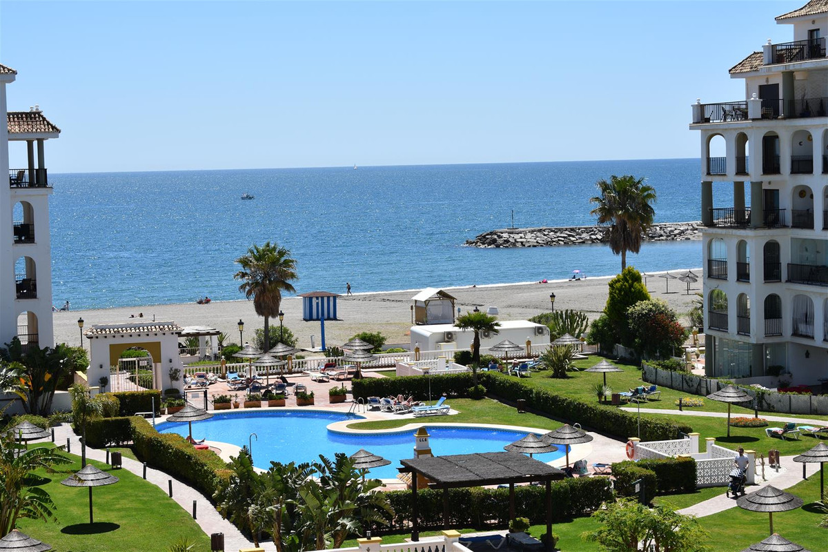 Fantastic three bedroom frontline beach apartment. This property is located in a complex next to Pue,Spain