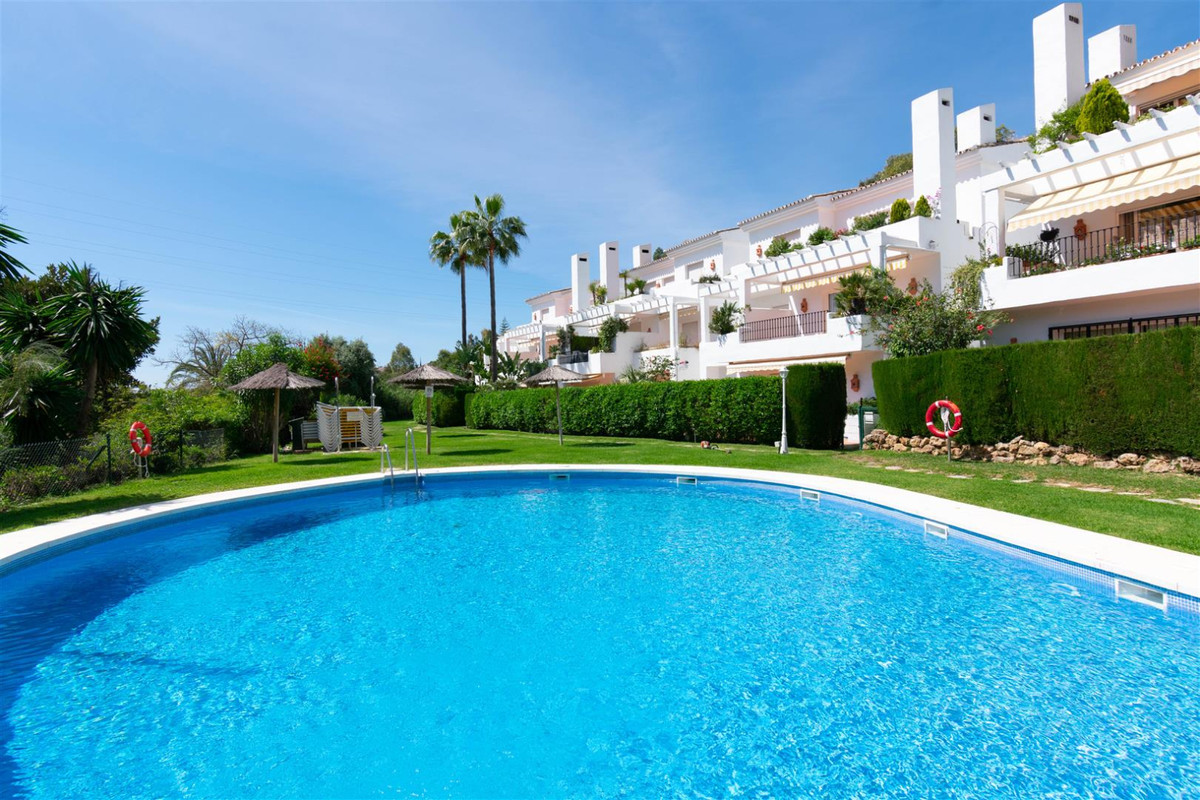 Marbella Banus Apartamento en Venta en Benahavís – R3589555