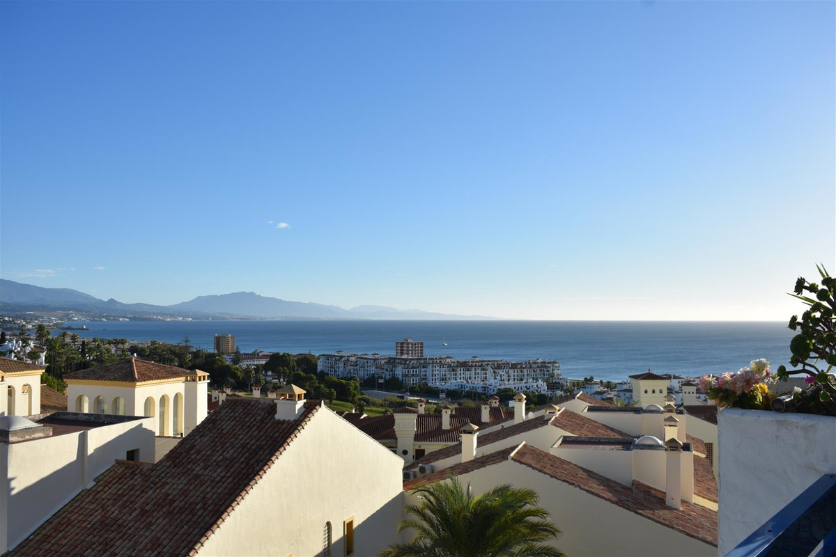Beautiful 1 bedroom third floor in Duquesa Golf area. This unit is located in one of the most sought,Spain