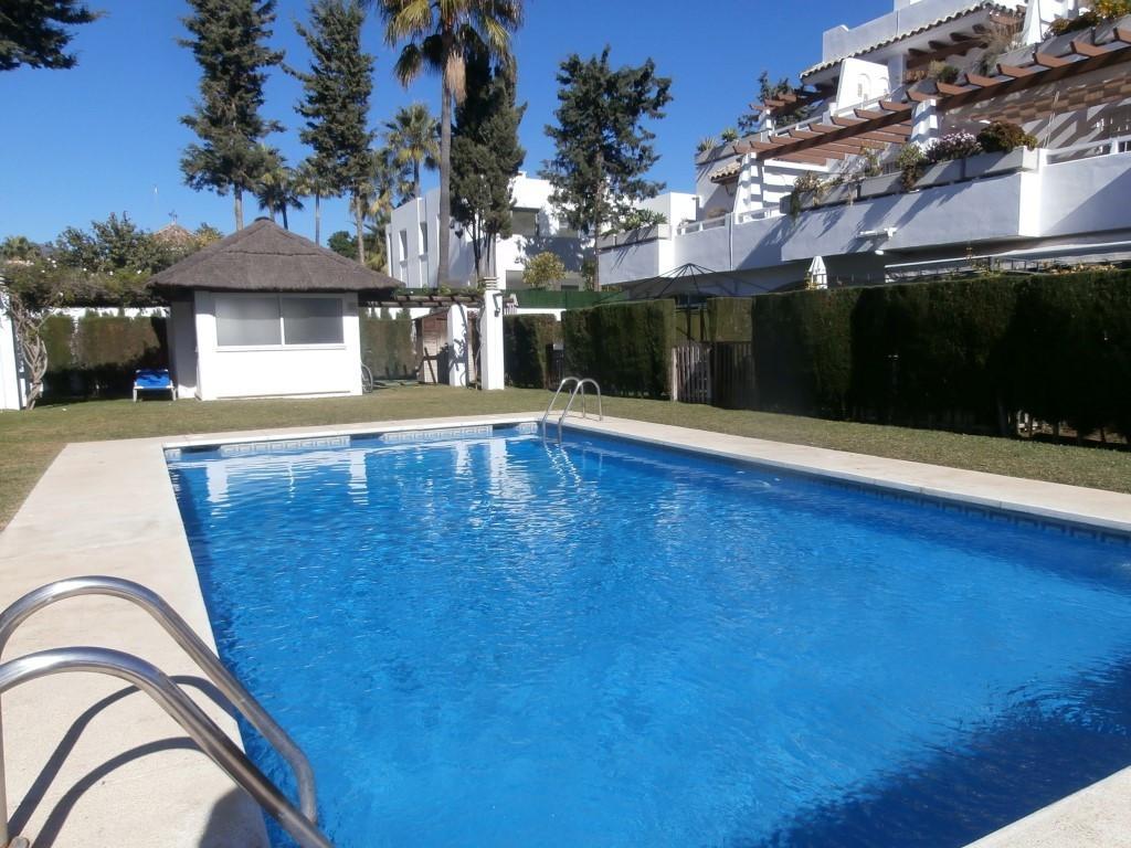 Marbella Banus Adosada en Venta en San Pedro de Alcántara – R3048449