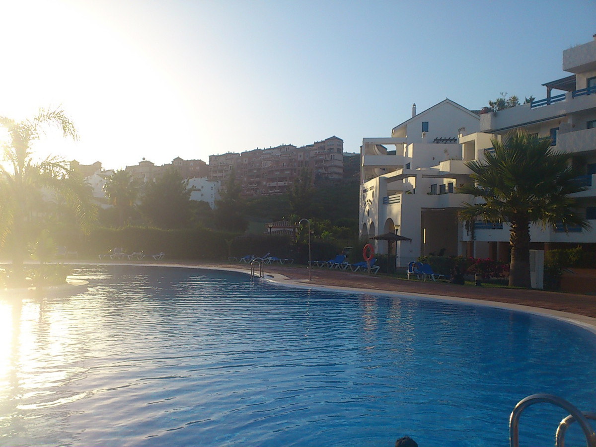 Beautiful 2 bedroom first floor in Duquesa Golf area. This unit is located in one of the most sought, Spain