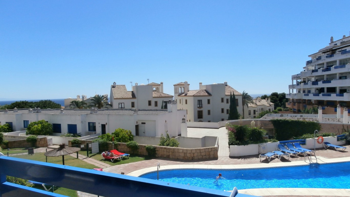 The property is found in one of the most popular complex of the surroundings, just 10 minutes walk f,Spain