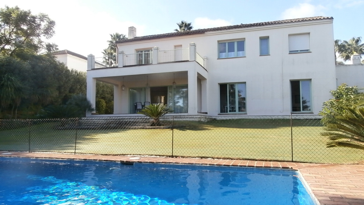 This classic style villa, located in Sotogrande Alto close to the prestigious golf course of Valderr, Spain