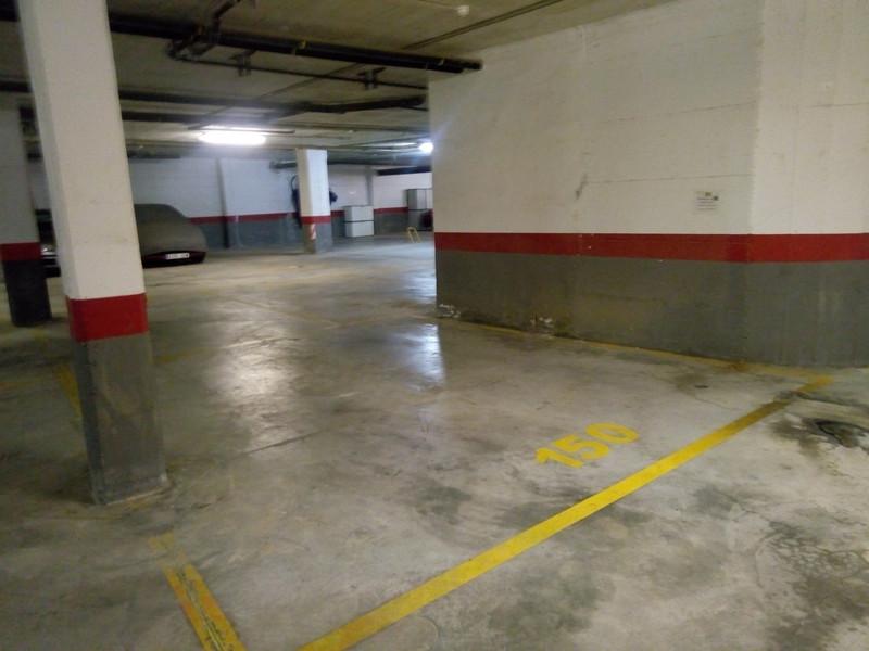 Parking in La Duquesa