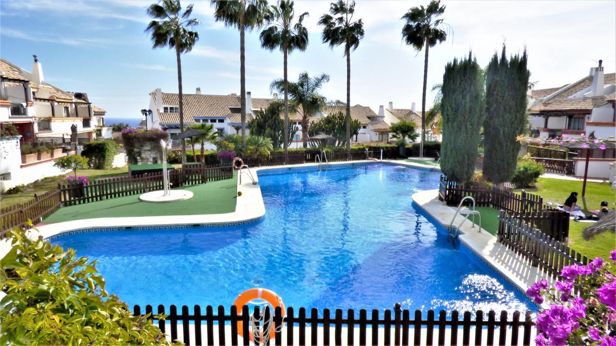 Marbella Banus Adosada en Venta en Marbella – R3614237