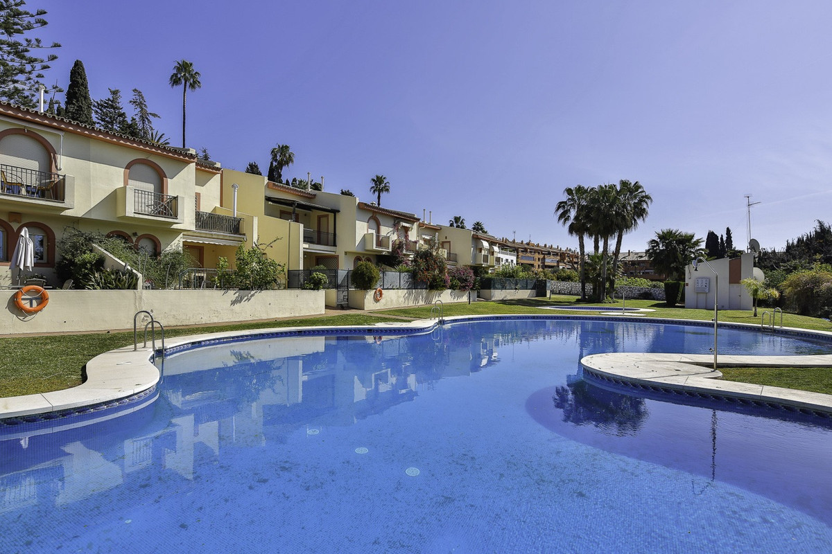 Townhouse  Semi Detached for rent  in Marbella