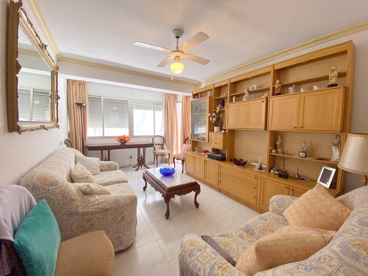 Marbella Banus Apartamento en Venta en Marbella – R3883879
