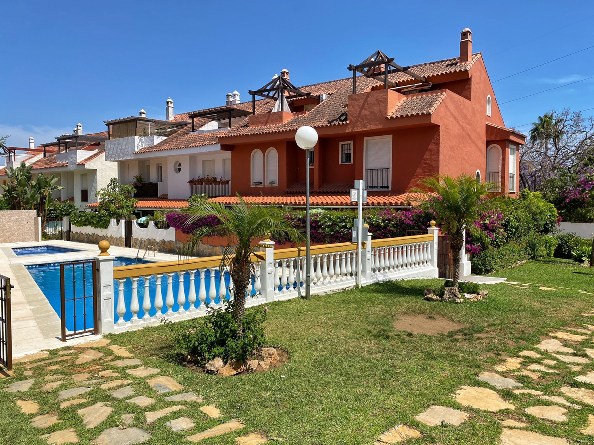 Cozy townhouse located 5 minutes from the center of Marbella. Surrounded by all the necessary servic,Spain