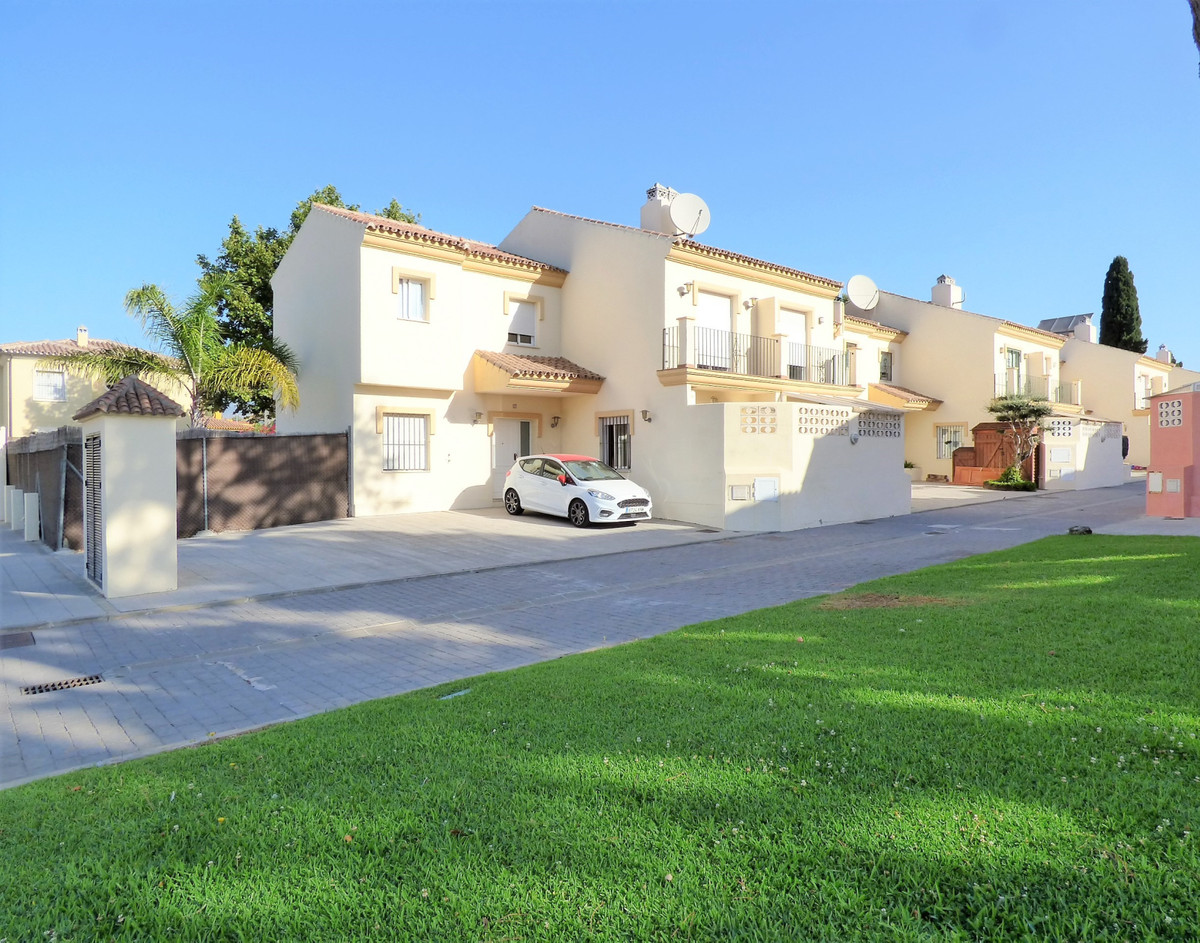 Magnificent townhouse, located in Las Chapas, conveniently located and ideal for families with child, Spain