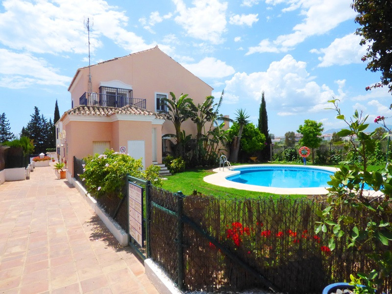 GREAT PURCHASE OPPORTUNITY Beautiful semi-detached house in a corner, in Nueva Andalucia, only 2 min,Spain