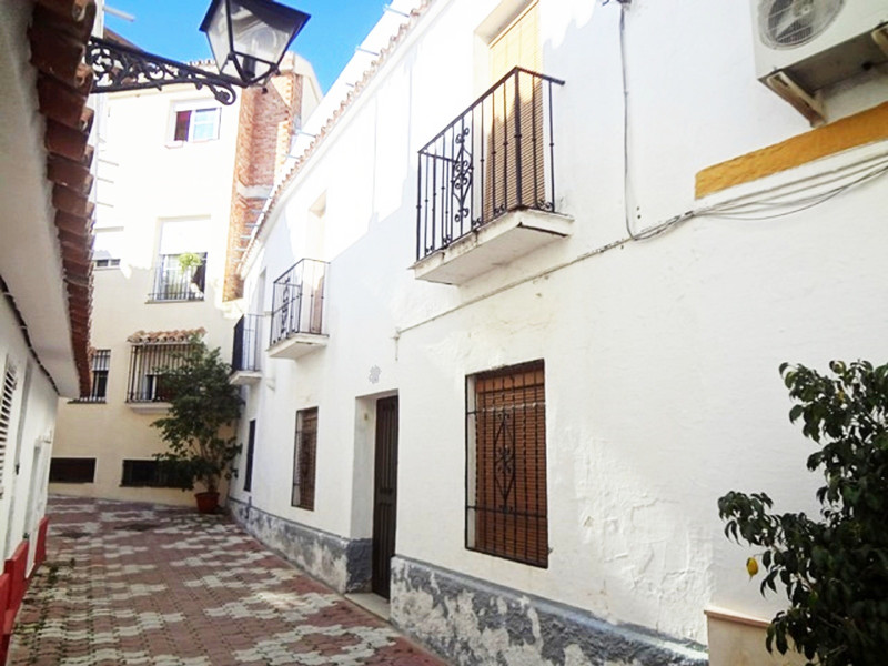 Adosada en venta en Marbella – R3526375