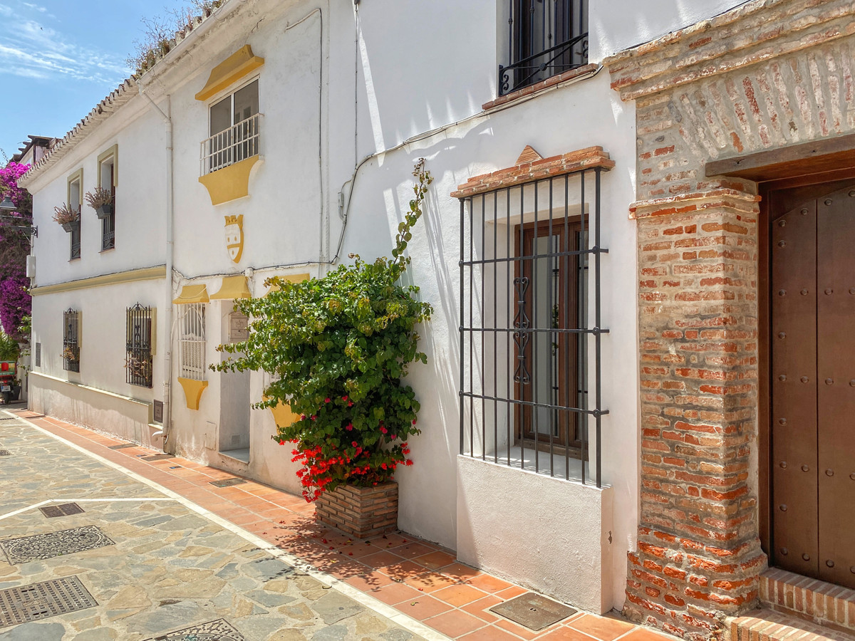 Townhouse in Marbella R2980913