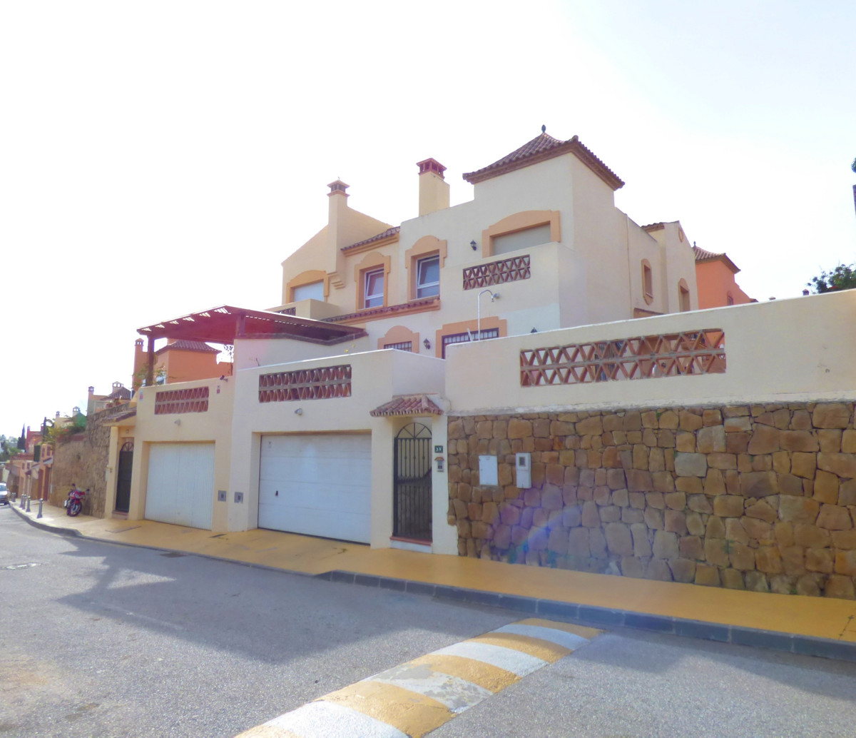 Semi-detached house in the Bellavista area with private garden and own pool. Composed of 4 bedrooms ,Spain