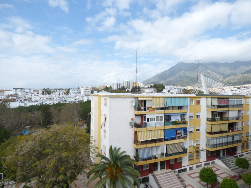 Apartment with 3 bedrooms, 1 bathroom in the area of Divina Pastora. Last floor in corner. No elevat, Spain