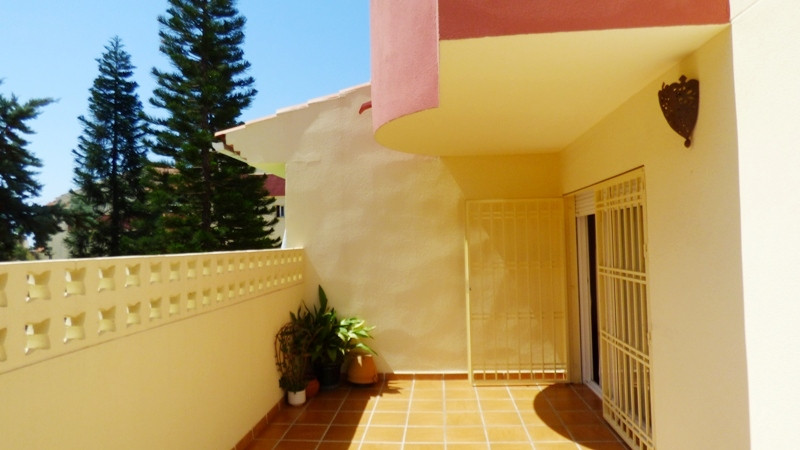 Spacious & bright 1 bedroom apartment in residential complex in the upper part of central Marbel, Spain