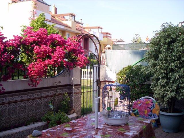 Marbella Banus Pareada en Venta en Marbella – R135296