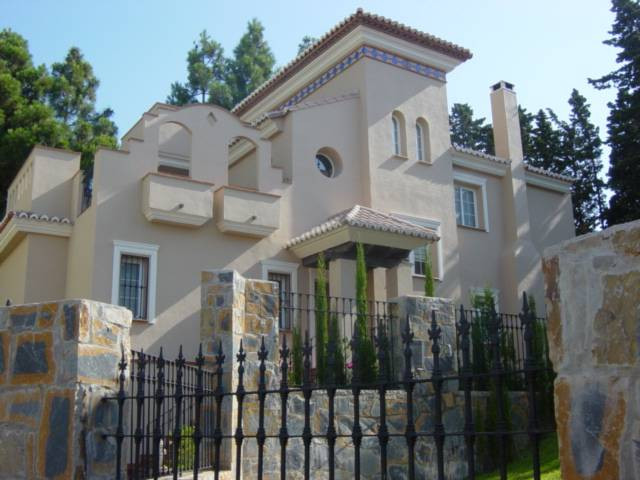 Villa,  Central,  Fitted Kitchen,  Parking: Garage,  Pool: Private,  Garden: Private,  Facing: South,Spain