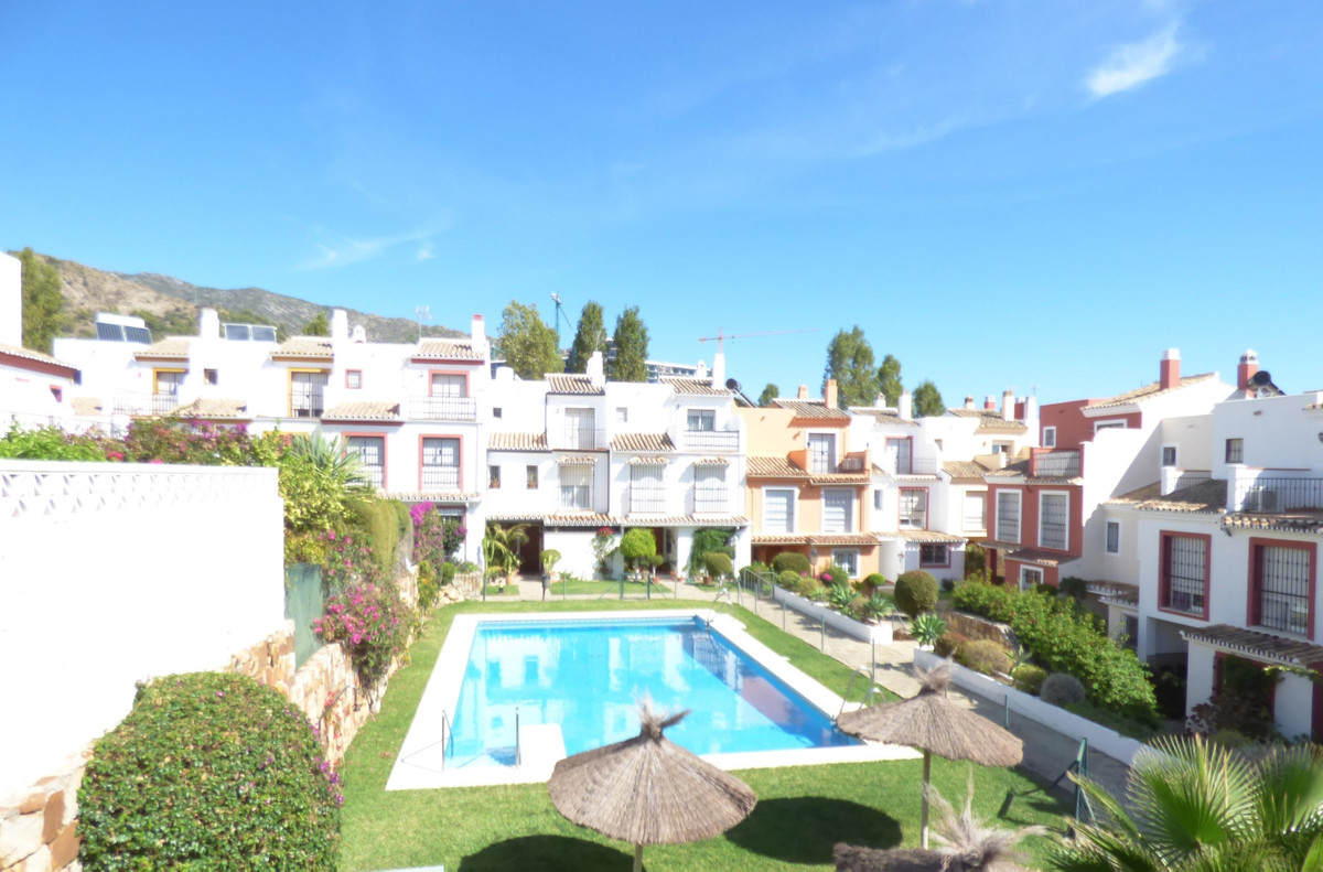 Large townhouse with a fantastic private garden in the area of Xarblanca, near Maria Auxiliadora sch,Spain