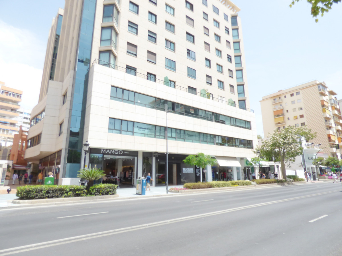 Unique opportunity, excellent commercial premises for sale with the best possible location in the ce,Spain