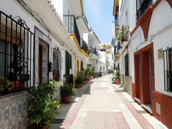 Sunny 2-bedroom apartment in pittoresque pedestrian street, very close to the sea and the old town o,Spain