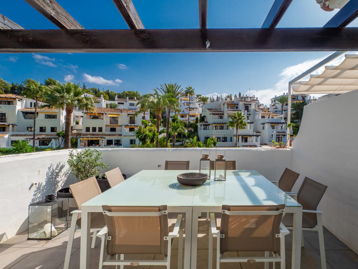 Marbella Banus Apartamento en Planta Última en Venta en Nueva Andalucía – R3477259