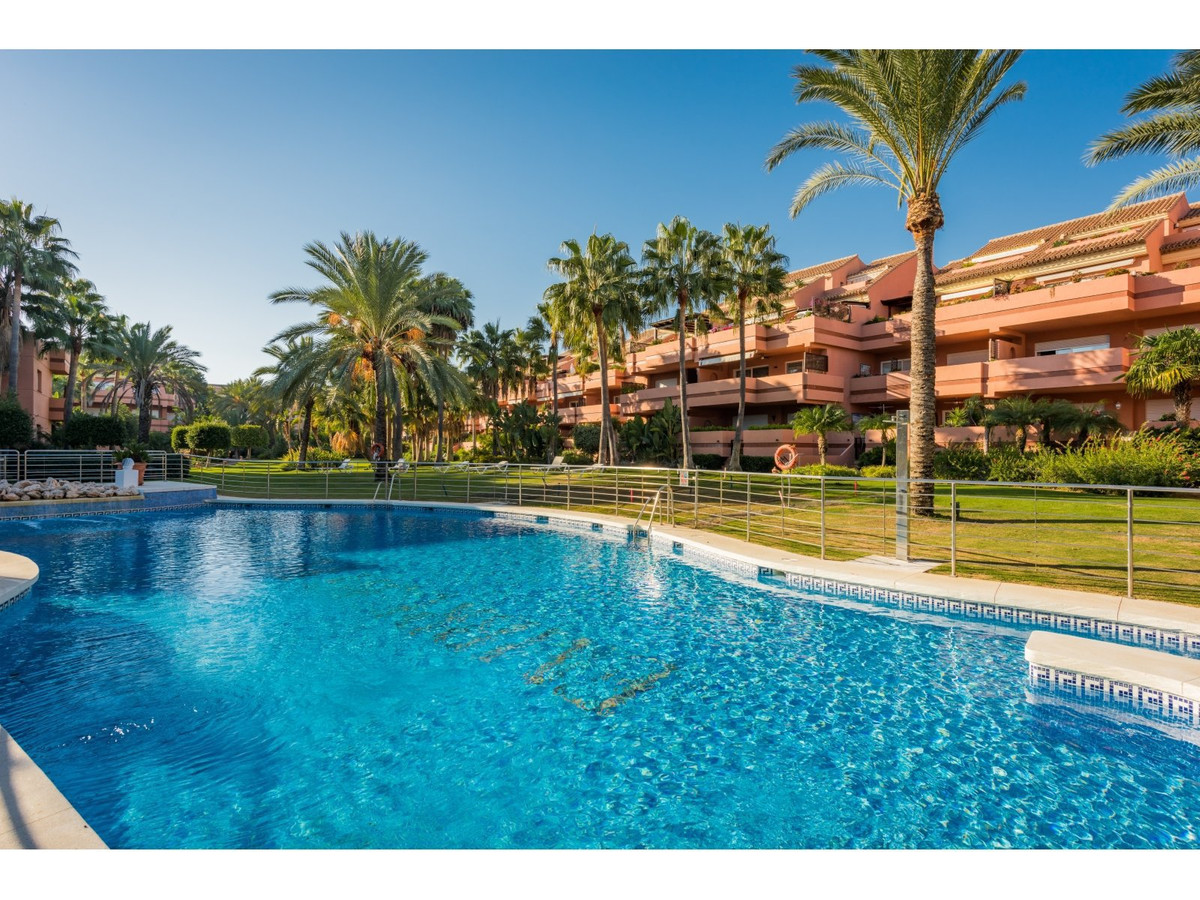 Apartment - Penthouse, Puerto Banus, Costa del Sol. 3 Bedrooms, 2.5 Bathrooms, Built 218 m², Terrace, Spain
