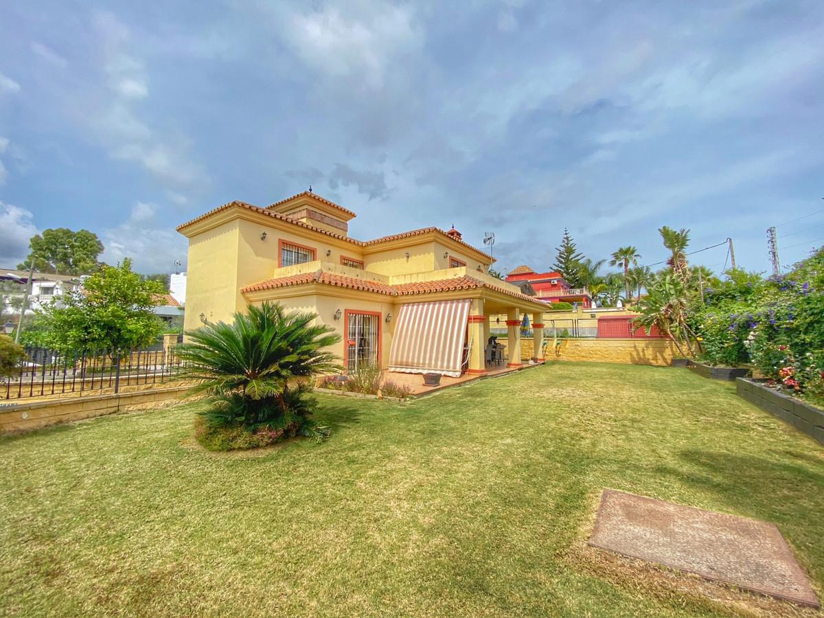 Marbella Banus Villa en Venta en Marbella – R3430843