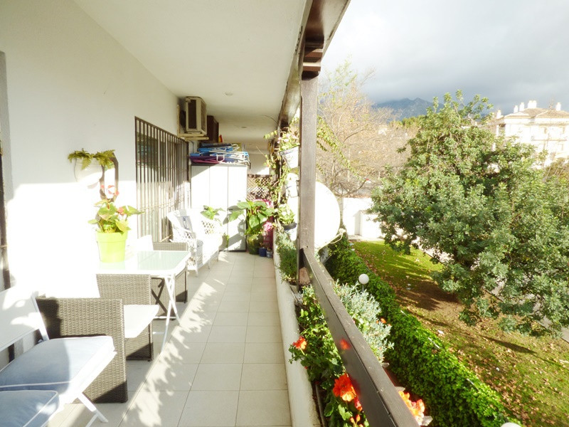 Apartment  Middle Floor 													for sale  															and for rent 																			 in Marbella