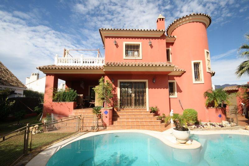 Marbella Banus Villa – Chalet en Venta en Las Chapas – R2036289