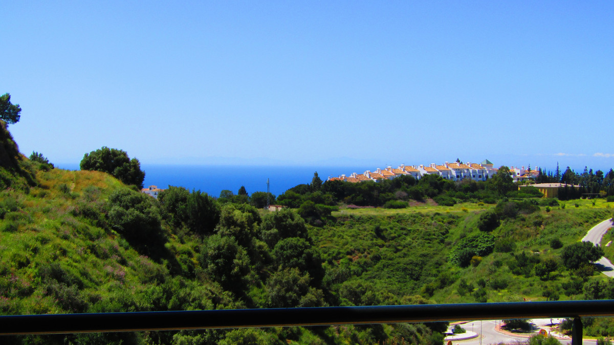 This apartment is located in a privaligded postision with the popular complex Princess Park. It offe,Spain