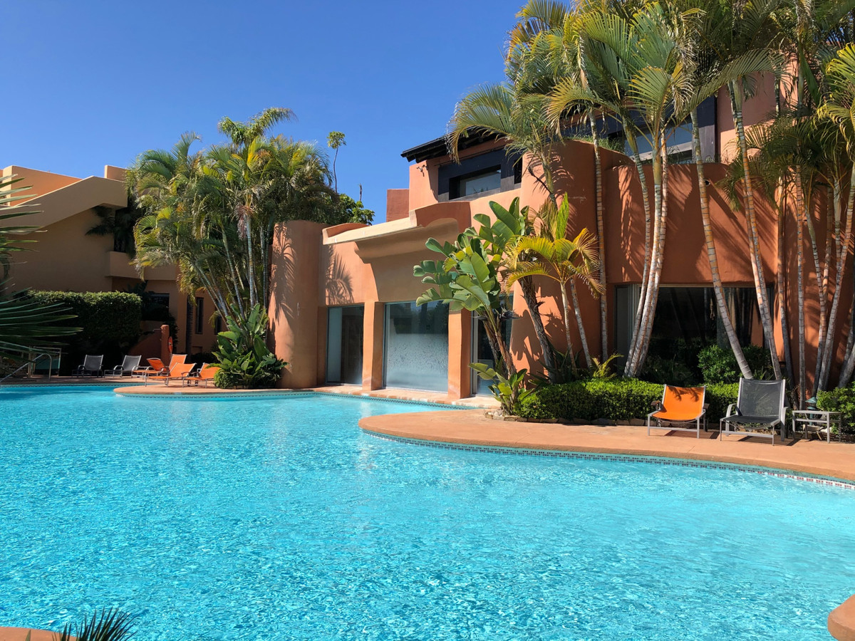FOR SALE AND FOR RENT. Magnificent, spacious ground floor apartment in the luxurious Mansion Club lo,Spain