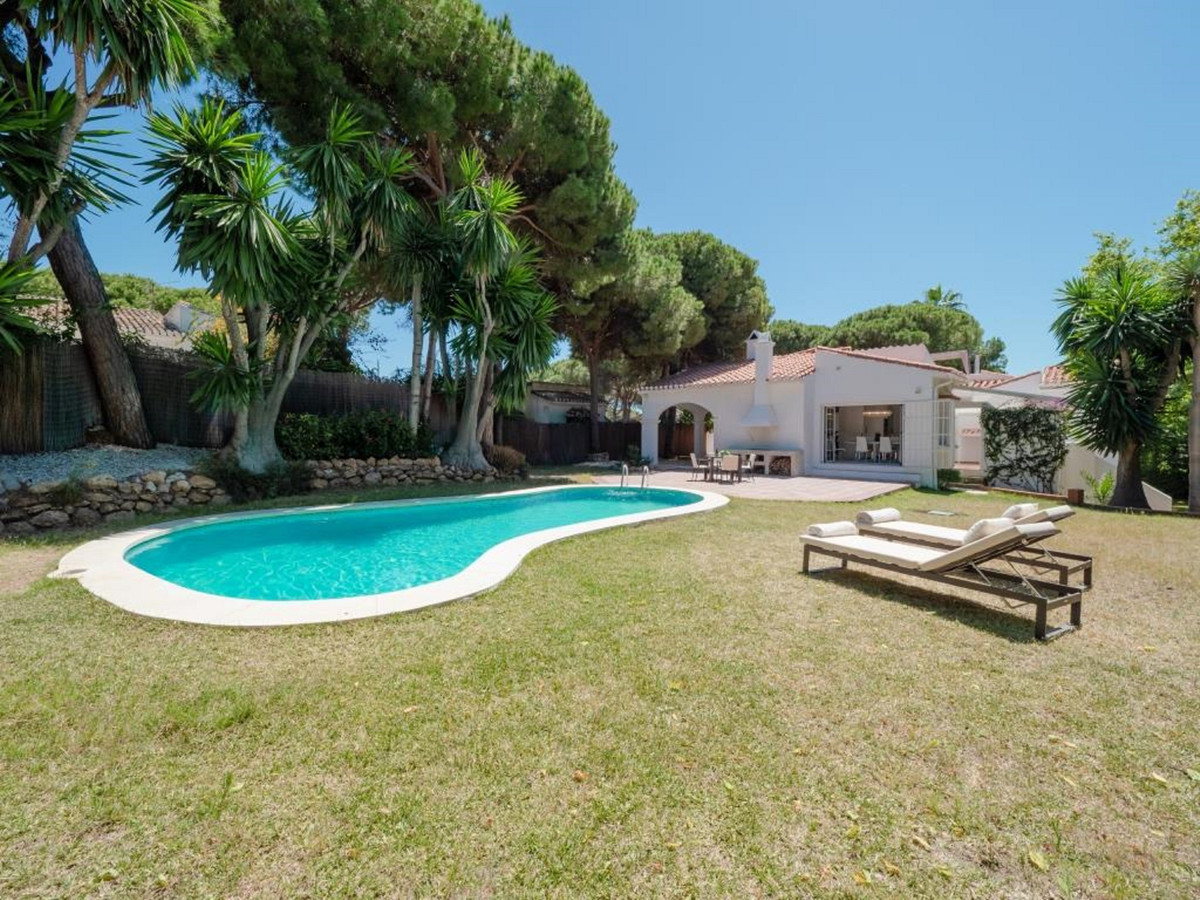 Ref:R3467923 House - Detached Villa For Sale in Calahonda