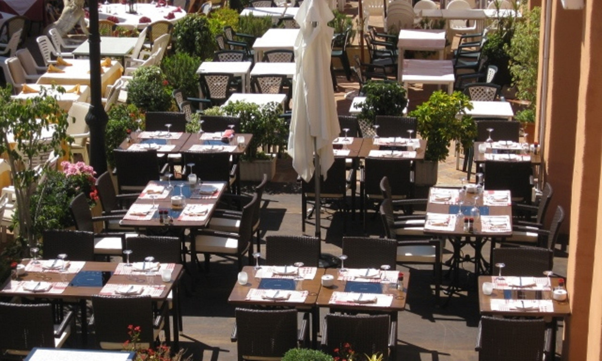 This well known, popular restaurant is located in a busy commercial center in Calahonda. Frequently ,Spain