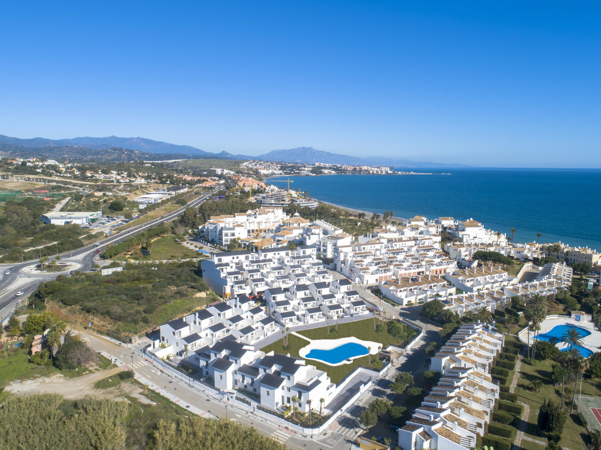 Ref:R3502612 Apartment - Middle Floor Apartment For Sale in Estepona