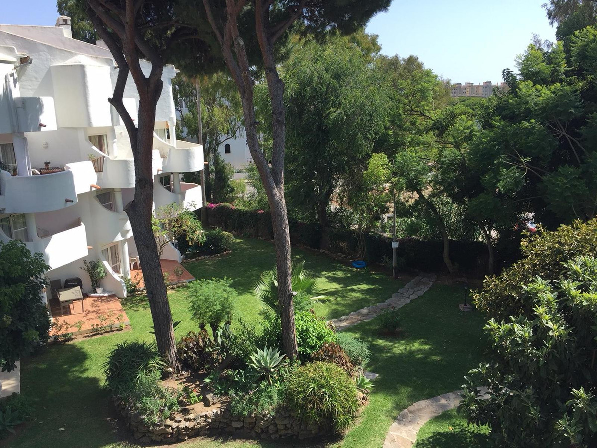 This recently renovated duplex apartment is located just a stones throw away from all local amenitie,Spain