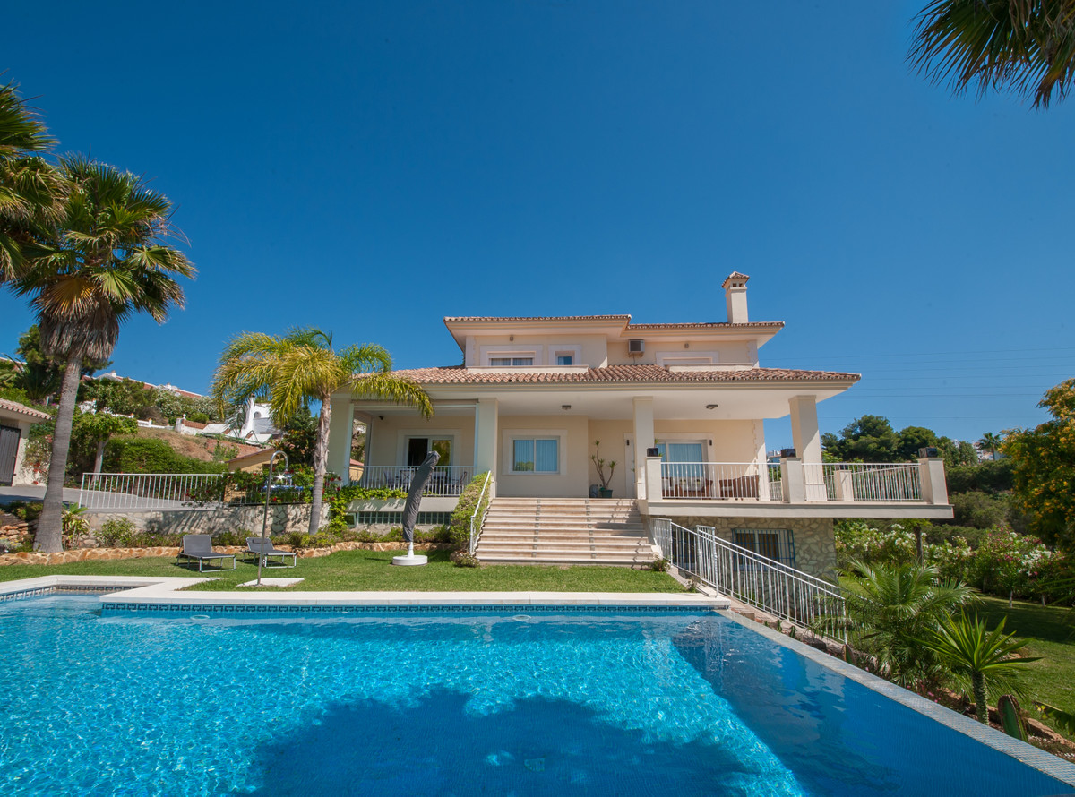 Ref:R3418417 House - Detached Villa For Sale in Calahonda