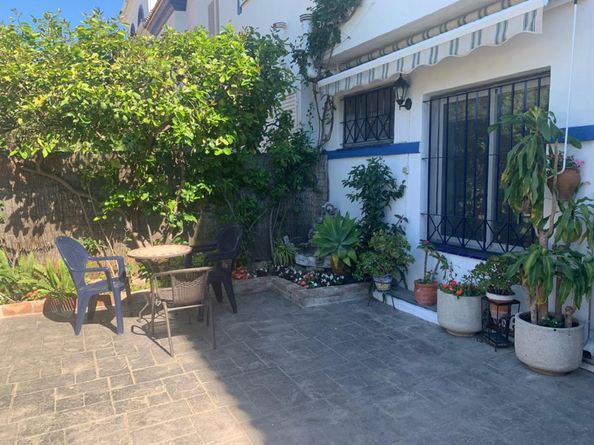 Townhouse in San Pedro Alcantara. It consists of 180m2 distributed over 3 floors. It has 5 bedrooms ,Spain