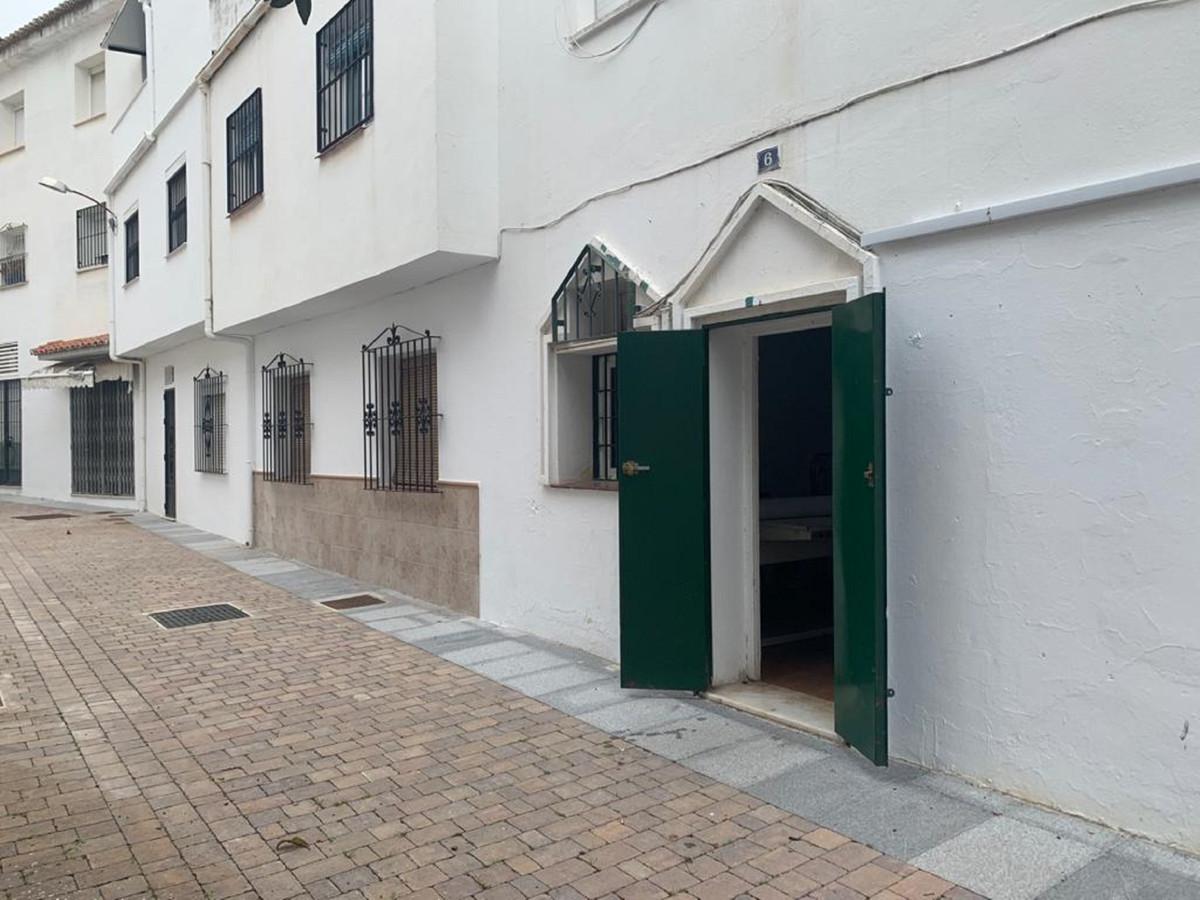 1 Bedroom Ground Floor Apartment For Sale San Pedro de Alcántara, Costa del Sol - HP3803749