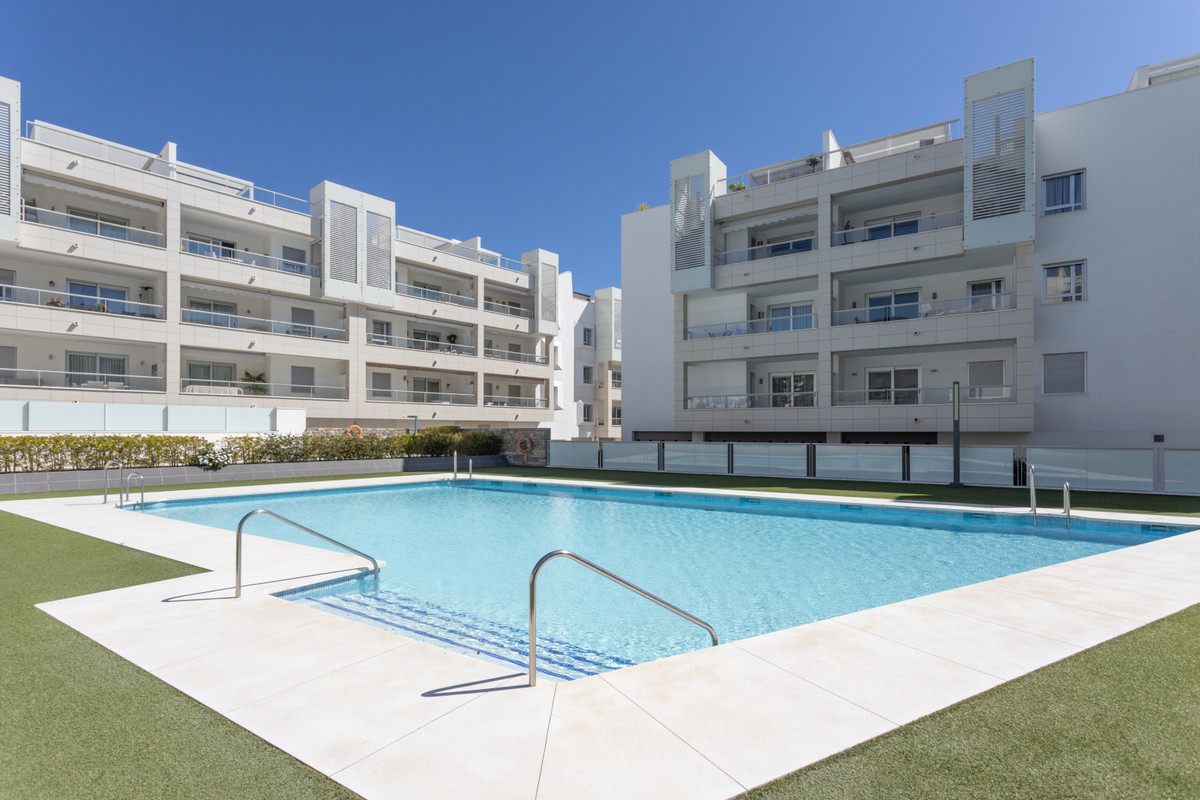 Beautiful modern style apartment with 3 bedrooms, 2 bathrooms located in Nueva Alcantara. It has 95m,Spain