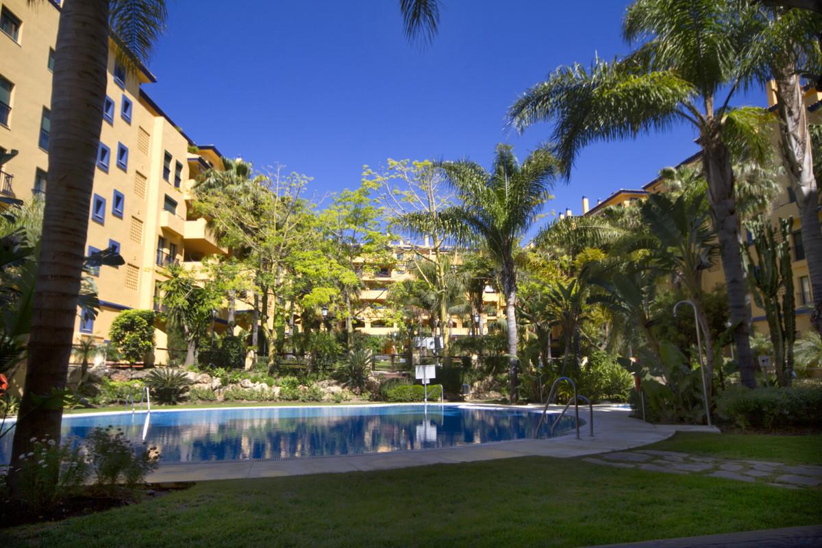 Marbella Banus Apartamento Planta Media en Venta en San Pedro de Alcántara – R3336358