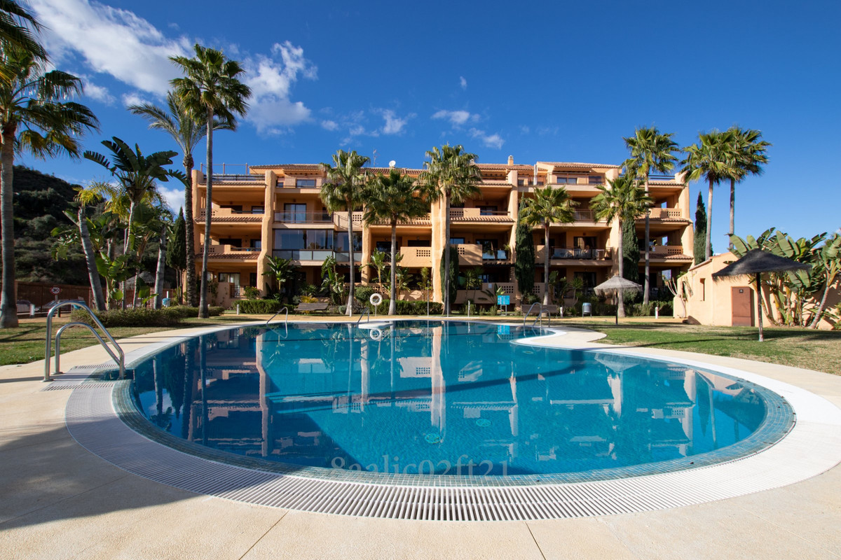 Nice high quality construction apartment with sea views for sale in Riviera del Sol, Mijas Costa. Th,Spain